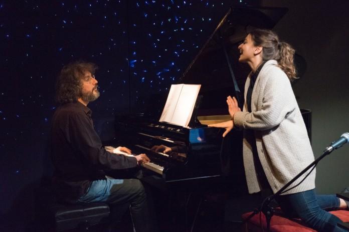 ΘΕΑΤΡΟ ΑΓΓΕΛΩΝ ΒΗΜΑ No name pianist Yakinthi !